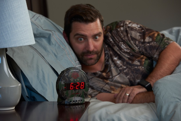 Super-Loud-Camo-Clock-for-heavy-sleepers-Bunker-Bomb-SonicBomb-Sonic-Alert.jpg