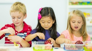 Kids-arent-getting-enough-fruits-and-veggies-in-school-lunches-1024x576-1503505098 (1)